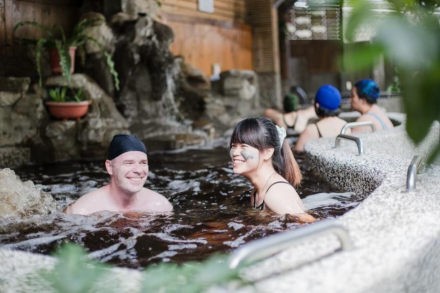 Hot-spring bathing at Guanziling
