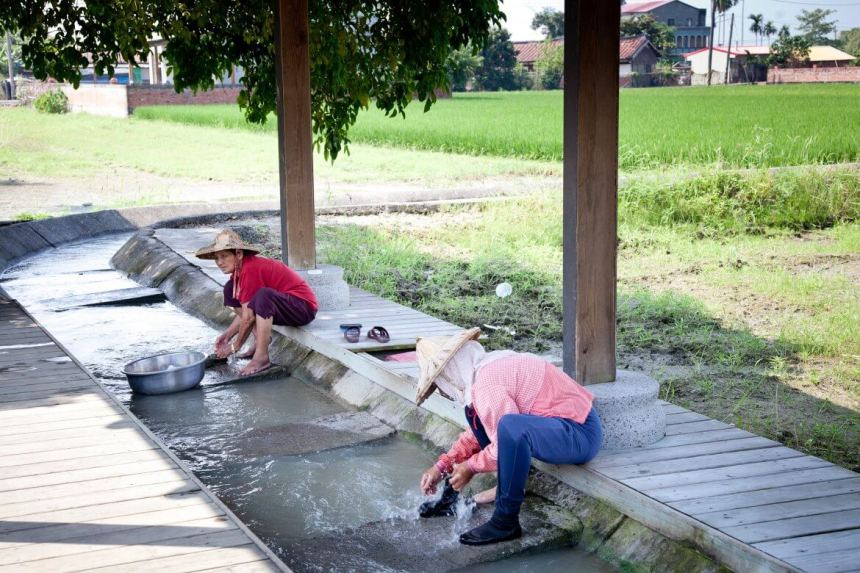 Washing clothes in Jibeishua