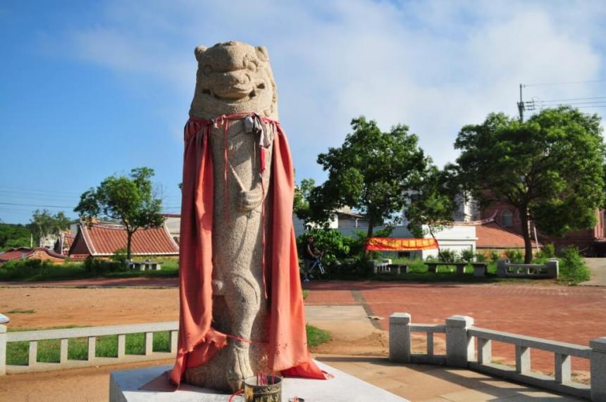 Wind lion statue