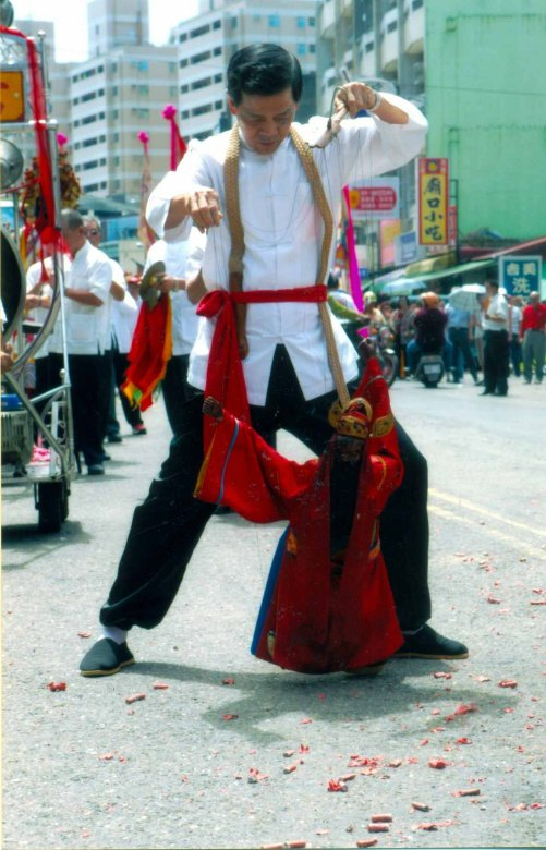 ghost-month-in-taiwan-jumping-ghost-festival-photo-from-taiwan-tourism-bureau