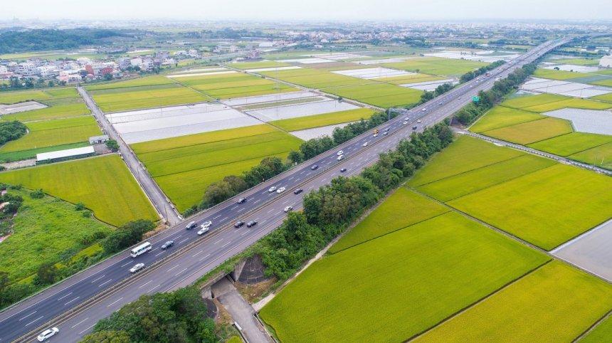taiwan-scene-driving-in-taiwan-no.3-formosa-freeway