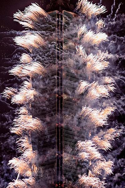 taiwan-scene-new-year-celebration-taipei-101-firework-Alex-Houghton