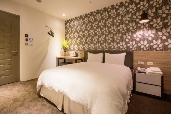 Double Bed Room of Queen Hotel II (image source: FunNow)
