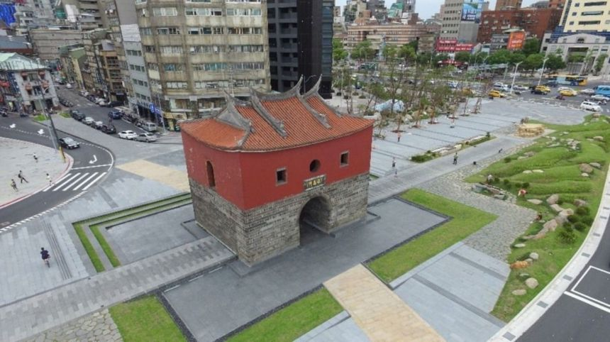 Beimen_square_the_north_gate_of_taipei_city